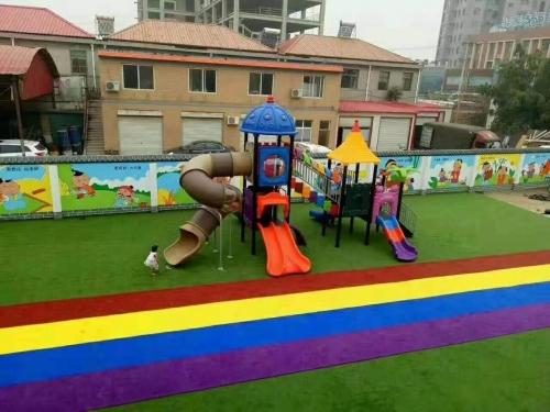 合江某幼儿园草坪和游乐设施